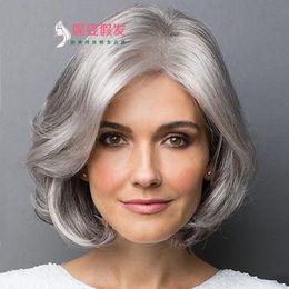 Cabello castaño plateado online-Peluca corta recta para mujeres mayores, plata, gris, blanco, pelucas sintéticas con flequillo peluca de cabello natural marrón Ombre