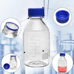 Bouchons à vis en plastique en Ligne-Bouteille de réactif en verre 500ml bouteille de capacité de borosilicate avec bouchon à vis bleu flacons de graduation d'échantillonnage en plastique couvercle de l'école