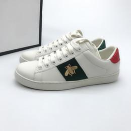 2019 зеленые драконы Ace White Shoes Дизайнерская Обувь Клубника Кожа Повседневная Кроссовки Вышивка Пчела Цветы Зеленый и Красный Дракон Мужчины Женщины Кроссовки Размер us5-us дешево зеленые драконы