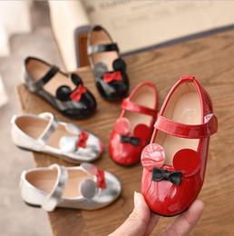 Boys baby patent shoes on-line-Crianças Sapatos Crianças Meninos Meninas Pu Sapatos De Couro Do Bebê Da Criança de Couro de Patente Princesa Partido Tenis-infantil