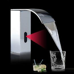 Toque torneiras grátis on-line-Cromo Automático Toque de Mão Toque Quente Fria Mixer Bateria de Energia Livre Sensor de Torneira do Banheiro Pia Deck Montado