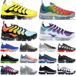 Esmeraldas on-line-2019 nike vapormax Preto Claro Esmeralda Das Mulheres Dos Homens Chaussures TN Plus Sneakers Rainbow Bumblebee Sapatos de Grife Triplo Preto Tênis de Corrida 36-45