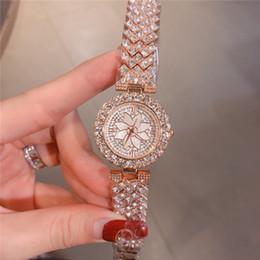 nouveaux modèles de montres pour filles Promotion Nouveau modèle Fleurs Dial Diamond Montre Femme de luxe de Nice Bracelet en acier chaîne montre robe Lady Drop shipping cadeau Filles de luxe en or rose