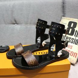 2019 marque L femmes sandales cuir véritable peau de peau talons plats sandale 35-42 Rivet pantoufles transparentes diapositives sandales tongs 3 couleurs ? partir de fabricateur