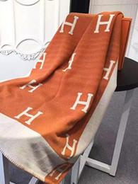 Tiros a cuadros online-Al por mayor-Lujoso H Cachemira Manta de ganchillo Suave de lana bufanda del mantón portátil cálido Plaid Sofá cama Tejido Throw Cabo Rosa manta