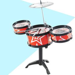 Conjunto musical para crianças on-line-Crianças Crianças Jazz Drum Set Kit Musical Instrumento Educacional Brinquedo 3 Tambores + 1 Prato com Tamborete Pequeno Baquetas para Crianças