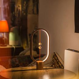 2019 nuevos regalos Heng lámpara de equilibrio LED luz de la noche USB Powered Home Decor dormitorio mesa de oficina lámpara de noche Novel Light regalo para niños nuevos regalos baratos