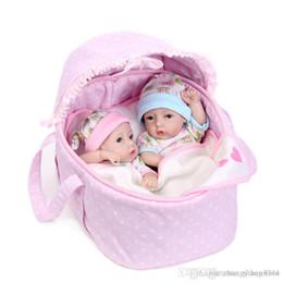 Детские наборы для девочек онлайн-28 см Полный силиконовые reborn baby dolls toy 2 шт. / Компл. Мини новорожденный мальчик девочка куклы коллекционные подарок на день рождения для ребенка малыша ванна игрушки