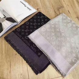 Высококачественный женский шарф Модный дизайн шерстяной шелк Кашемир с серебряной нитью Шарфы Зимняя теплая мода Женская шаль Размер 140x140см Y-001 от Поставщики ледяная полоса