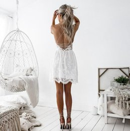 неоплаченное платье Скидка 2019 summer fashion designer dress hot style lace patchwork halter v-neck halter strap dress Bud silk unlined upper garment