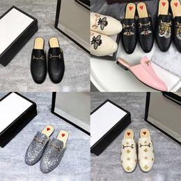 2020 zapatos de mujer mula El diseñador de moda de lujo zapatos de las mujeres mulas exterior plana de la manera señoras de los holgazanes mula verano de las mujeres zapatillas de gamuza zapatos de cuero genuinos zapatos de mujer mula baratos