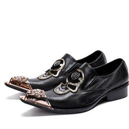 zapatos de boda personalizados Rebajas Calzado negro de hierro con punta puntiaguda personalizado, zapatos de boda deslizados en Westen, motocicleta, hombres, zapatos de vestir