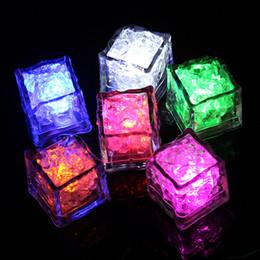 Luz sumergible de noche online-LED Cubo de hielo Multi color que cambia las luces nocturnas de destello Sensor de líquido Sumergible para la boda de Navidad Club de fiesta Luz de la lámpara juguetes B