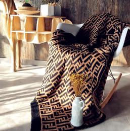 moda camas Desconto F Letra Cobertores Carta Impresso Cobertor De Malha 127 * 152 CM Moda Cama Cobertor De Malha fio grosso Cachecol Início Sofá Tapete GGA2032