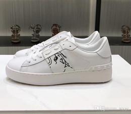 тканые кожаные туфли для мужчин Скидка Valentino Garavani Valentinos Комфорт Повседневная обувь Женщины Мужчины Марка Заклепки Обувь на плоской подошве Ткачество Кожа Пэчворк Модная повседневная обувь