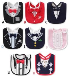 Smokings para meninas on-line-Bebés Meninos Meninas Tuxedo Bibs Bow Tie Gentleman Newborn Jantar Alimentação Bib Saliva Toalha 3 Camadas À Prova D 'Água