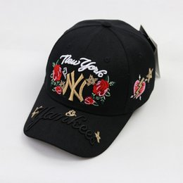 gold rose ball Rabatt Sommer Schwarz Weiß NY Stickerei Rose Floral Baseball Hüte Caps NEW YORK Männer Frauen Ball Caps