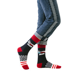 2019 al por mayor calcetines de bandera americana Nueva llegada Trump casual sport calcetines moda bandera americana calcetines de algodón calcetín transpirable de rayas para adultos al por mayor al por mayor calcetines de bandera americana baratos