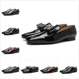 Colpo di bowtie online-Nuovi uomini in vernice nera con bowtie fondo rosso oxford brand designer punta quadrata punta uomo affari mocassini scarpe abito da sposa 39-47