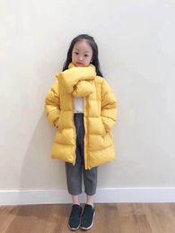2colors 2019 Winter Kinder Daunenparkas lange Oberbekleidung Kinder Mädchen Jungen lässig warm mit Schal Jacke lange Mäntel von Fabrikanten