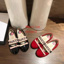 Sandalias de tacones de lazo online-Zapatos para niños Primavera Elegante Remache Arco Princesa zapatos de charol Niños de tacón bajo chaussures enfants Impresión de la letra Sandalias F-f7