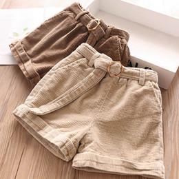 Nuevos pantalones cortos de pana online-Otoño Invierno 2019 Nueva niñas de pana pone en cortocircuito los pantalones de los niños los niños ropa de diseño niñas niños ropa A8438