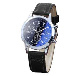 Relojes de hombre de moda de cuero dorado Blu Ray Glass Reloj de lujo Blu Ray Reloj de cuarzo neutral simula el reloj de pulsera 2019 reloj mujer desde fabricantes
