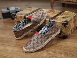 Segeltuchschuhe der Groß- und Kleinhandelfrauen beiläufige Fischer beschuht Gittergitter gestreifte Segeltuch-Anti-Skilaufschuhe Skatingballettflache Schuhe von Fabrikanten