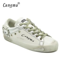 Sapatas douradas do diamante on-line-Cangma Sapatos Casuais Sapatilhas Da Marca de Ouro Mulheres de Prata Diamante Apartamentos Brancos Sapatos de Couro Genuíno De Cristal Ganso Formadores Y190704