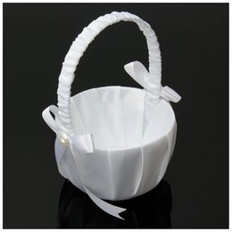 Canasta de flores de novia online-Canasta de boda canastas de novia de flores Blanco satinado Bowknot PERLA Niña de las flores Canasta Contenedor Ceremonia de boda Fiesta