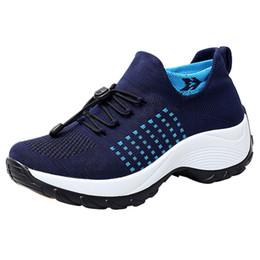 ef9334d07bfcd Voando Tecido Canvas Sapatos tamanho Grande mulheres Sapatos Não-slip  Caminhadas Tendência Azul Tênis de corrida zapatos de mujer zapatillas mujer