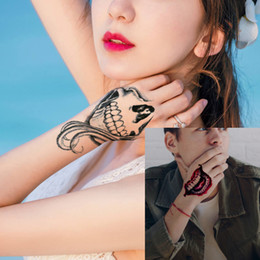 etiquetas do palhaço Desconto Personalidade Mulher Homem À Prova D 'Água Etiqueta Do Tatuagem Temporária Halloween Lábios Cicatrizes Sorriso Coringa Crânio Cosplay Projeto Mão Body Art para Tatuagem Fãs