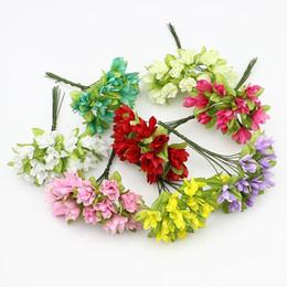 Corona di fiori di ciliegio online-1.5cm tessuto artificiali fiori di ciliegio Fiori Stame per la decorazione di nozze / seta Fiori per Corona Scrapbooking (144pcs / lot)