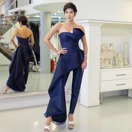 2019 Sexy Azul Royal Cetim Jumpsuit Vestidos de Noite Personalizado Ruffles Strapless Prom Vestidos Backless Mulheres Formais Vestidos de Festa Frete Grátis de Fornecedores de vestidos simples projeta fotos