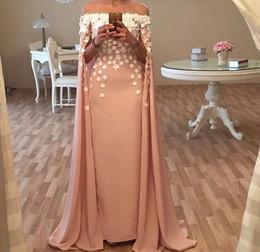 vestidos de fiesta de color rosa reino unido Rebajas Árabe Blush Pink Sirena Vestidos de baile sexy fuera del hombro Floral hecho a mano de los vestidos de noche del Reino Unido Con Cape Vintage caftan robe de soirée