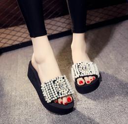 2019 talons noirs perlés Perle cristal 3cm 6cm talons dames de mode diapositives chaussures de plage en plein air femmes pantoufles plate-forme été printemps designer 2018 noir promotion talons noirs perlés