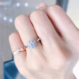 Argentina Lujo elegante flor anillos de boda para las mujeres de moda delicado con incrustaciones brillante circón anillos de compromiso banquete joyería del partido Anel Suministro