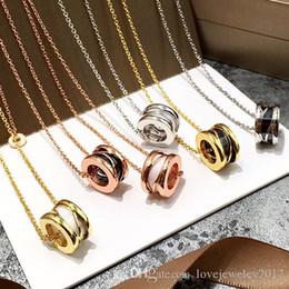 Titane Acier Rose Gold Maze Cercle en céramique creusée Colliers pour femmes et hommes Couple d'eau et de noir blanc Collier avec pendentif ? partir de fabricateur