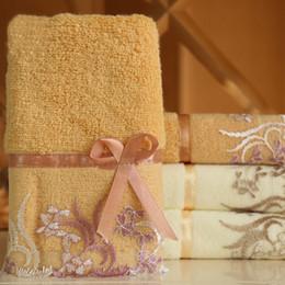 50e9255b3a Toalha de Algodão Encantador e atraente Algodão Absorvente Toalha De Banho  Clássico Lace Bordados Design Toalha de Rosto Macio Toalhinha
