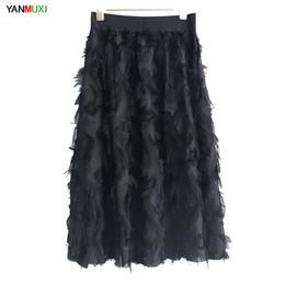 Nueva moda faldas de tul de las mujeres negro blanco amarillo adulto de tul falda elástica de cintura alta falso de la pluma de la borla plisada Midi desde fabricantes