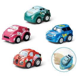 2019 caminhões de brinquedo vermelho Mini Gravidade Sensing RC Car Carros de Controle de Gesto com Relógio Wearable Controlador Recarregável Controle Remoto Do Carro Brinquedo para o Presente Dos Miúdos