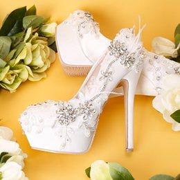 кружевная атласная подошва Скидка 2019 осень новый белый горный хрусталь кружева водонепроницаемый платформа свадебные туфли атласная мелкий рот Стилет перо невесты высокие каблуки