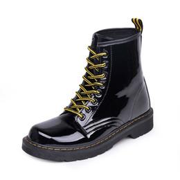 2019 zapatos de suela gruesa de invierno Otoño e invierno, nuevas botas Martin, botas casuales de suela gruesa, botas salvajes, encaje, comercio exterior, zapatos de mujer. zapatos de suela gruesa de invierno baratos