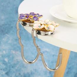 2020 bolsas em forma única Recurso prático e bonito dobrar Forma da flor do metal bolsa gancho Bolsa gancho Posto de mesa Hooks Handbag Titular Small Unique desconto bolsas em forma única