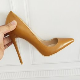 Zapatos de puesta a tierra online-Primavera Europa y América Nueva Tierra Amarillo Tacones altos Fino con boca baja puntiaguda Zapatos Moda Salvaje Zapatos de pequeño tamaño