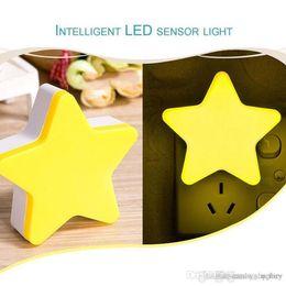 Lampada a induzione a LED a forma di stella moderna 4 colori Luce notturna Interruttore automatico Sensore luminoso Forniture domestiche a risparmio energetico da interruttori a parete colori fornitori