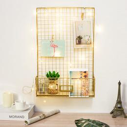 Panel de pared online-Diy rejilla de hierro foto decoración de la pared de múltiples funciones de pared colgando pantalla de malla panel de arte de la pared tablero de memo de almacenamiento de fotos foto