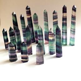 2019 varitas de cristales Cristal de Fluorita Colorido Natural Torre de Cuarzo Punto de Cuarzo Cristal de Fluorita Obelisco Varita Cristal de Curación 15 tamaños varitas de cristales baratos