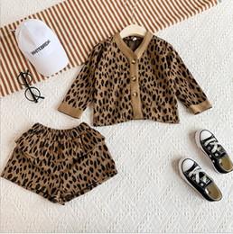 корейский стиль одежды ребенка Скидка 2019 Ins ребёнки Корейский стиль моды Leopard 2 шт Набор V шеи однобортный пиджак и шорты Комплект Kids осень Outfit