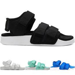 schwarze sport-sandale Rabatt Neue Designer TN Plus Slipper Sommer Strand Flip Flop Schwarz Weiß Casual Sandalen W Schuhe Indoor rutschfeste Herren Sport Loafer für Frauen zu Fuß